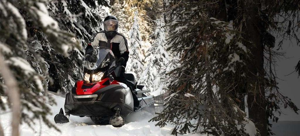 Polaris Widetrak – утилитарный снегоход по доступной цене